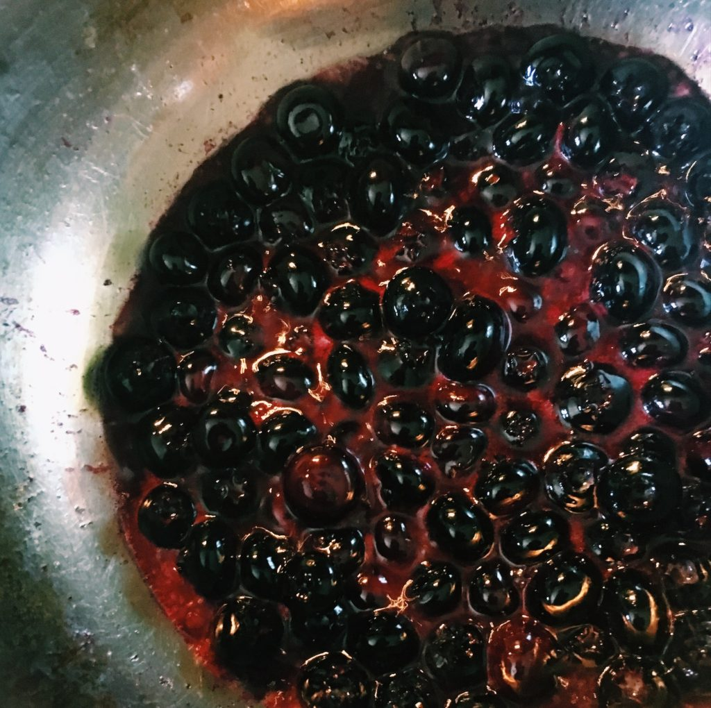 Blueberry boiling down sugar free jelly