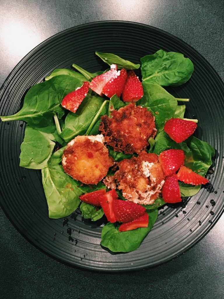 Fried goat cheese salad vegketobyrads
